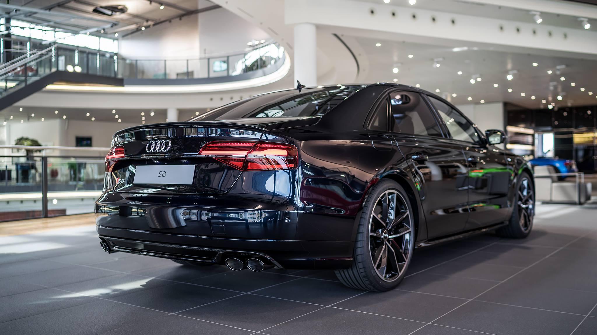 Audi S8 Plus In Carbon Schwarz Metallic Photos