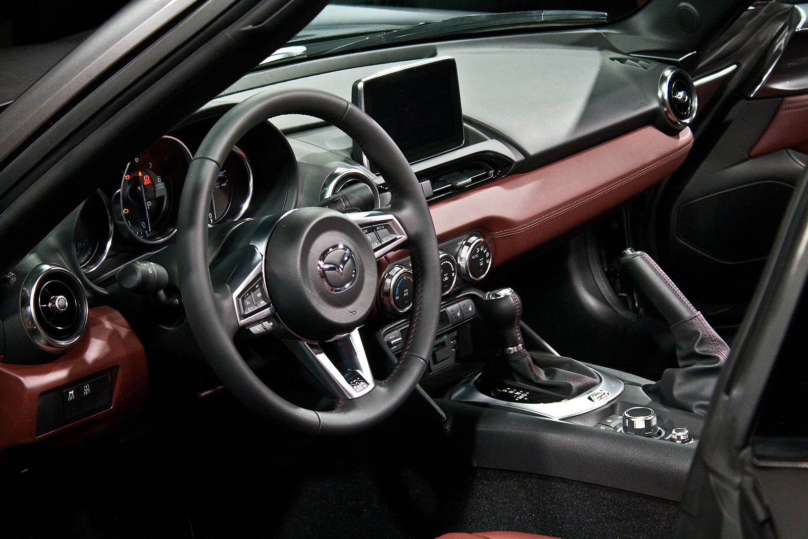 the mazda mx 5 miata rf hardtop revealed. Black Bedroom Furniture Sets. Home Design Ideas
