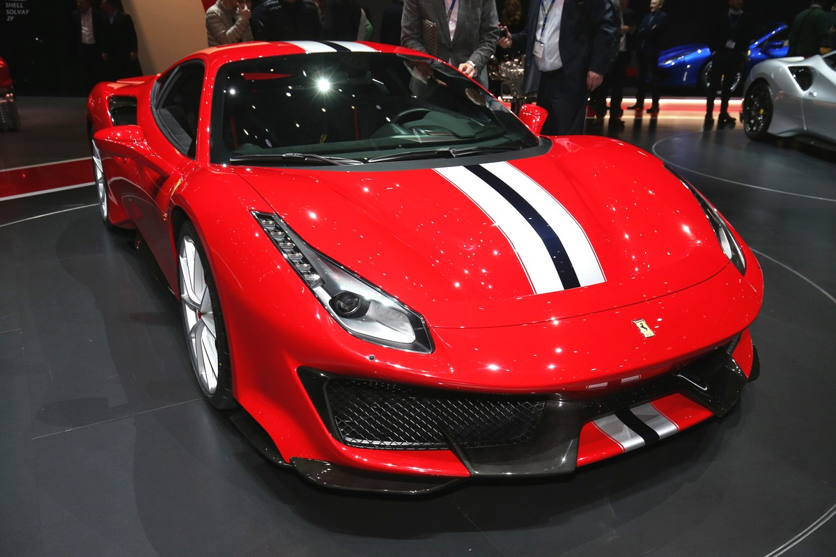 ferrari 488 pista revealed in geneva